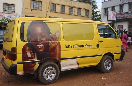 Publicité pour un téléphone mobile à Kampala, Ouganda