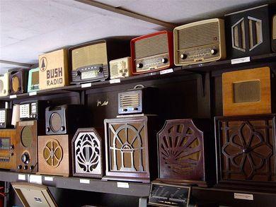 Vieux récepteurs radios: autrefois à la pointe du progrès...